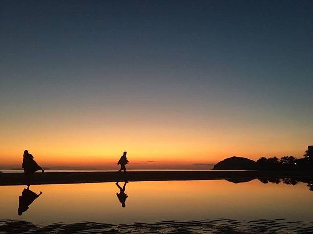 本日も通常営業しております! 数日前ですが、香川県三豊市仁尾町にある父母ヶ浜からの写真です! カメラマンの人曰く、撮影には日暮れの30分前後がオススメとのこと! 行く際は、風が弱く日暮れ30分前後の時に行ってみて下さい♪ https://nseitai.com/ 【完全予約制】 【電話番号】080-9542-8357 【営業時間】9:00〜21:00 【定休日】不定休 【住所】〒760-0054香川県高松市常磐町1-9-17